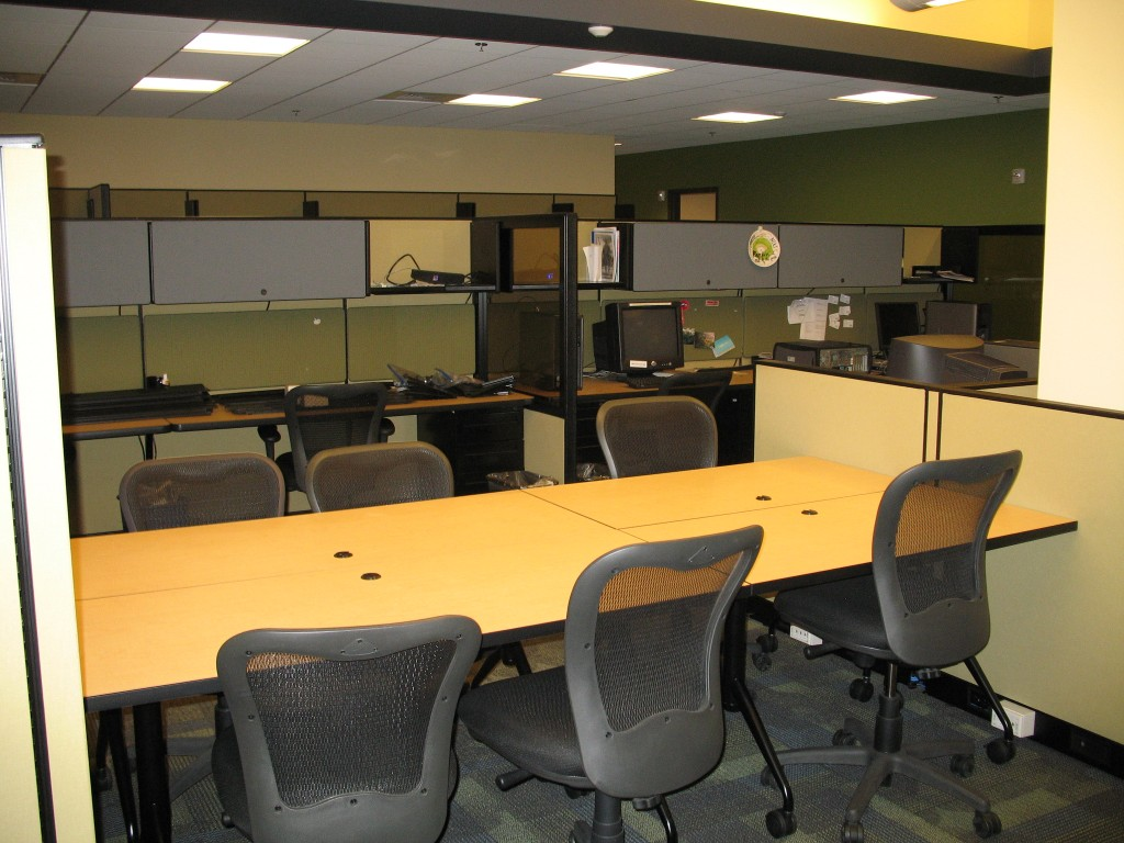 Upgraded Convergence area with new meeting tables.